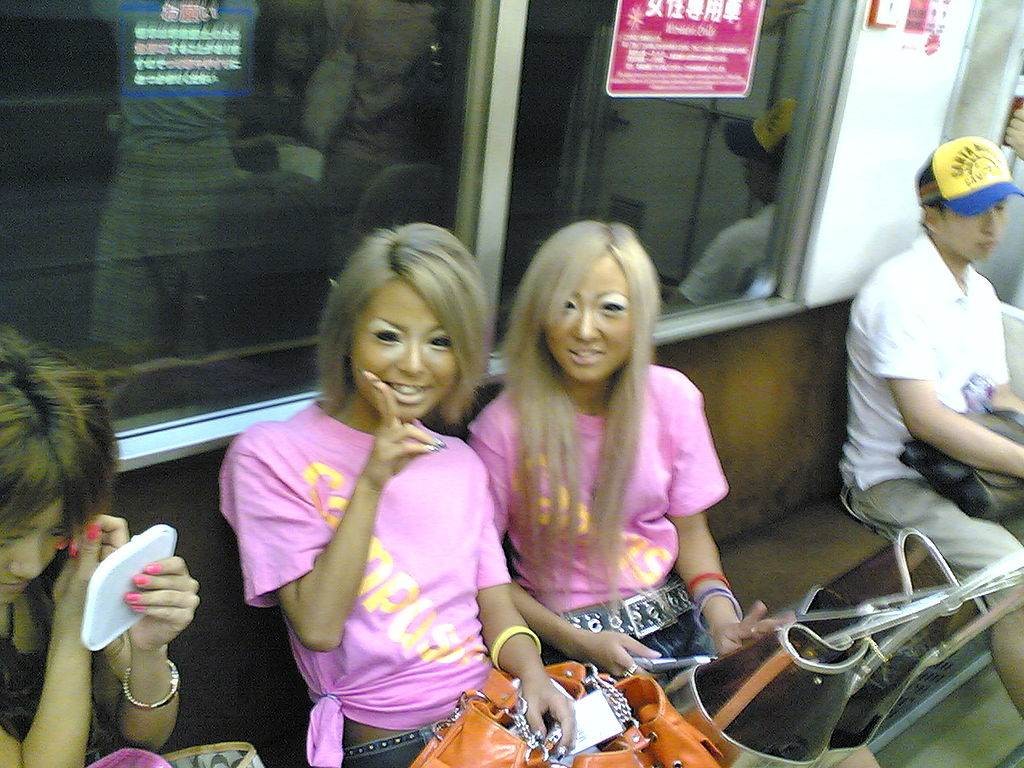 ganguro girls, urban tribe