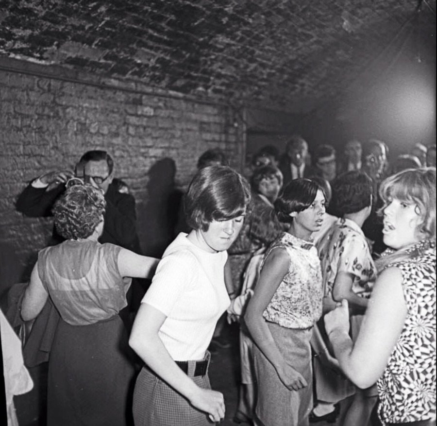 1970s-cavern-club