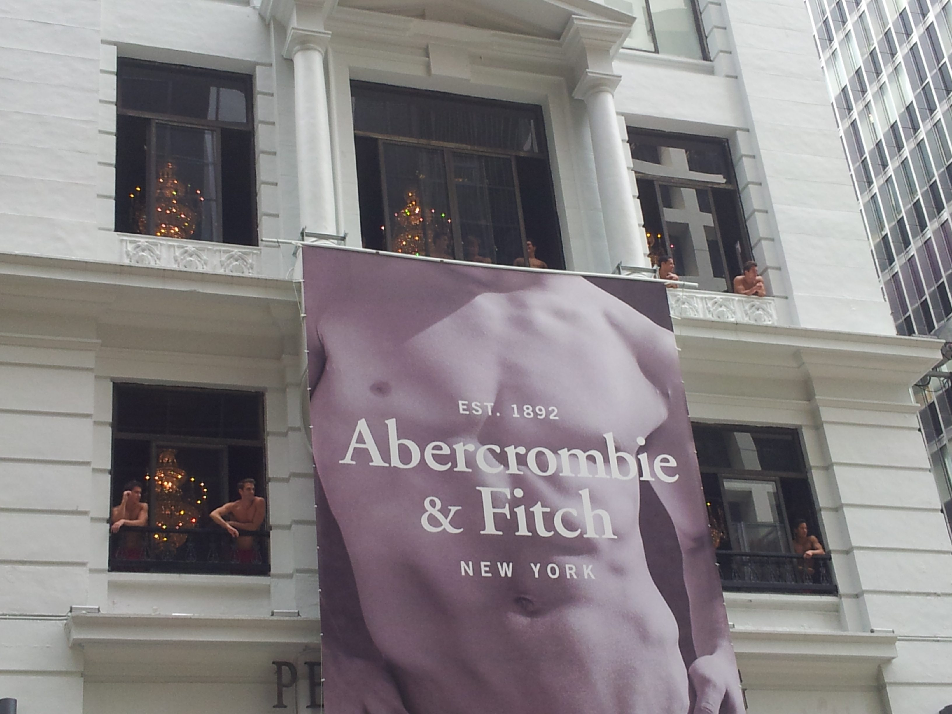 Abercrombie & Fitch - personalised T-shirts sizes