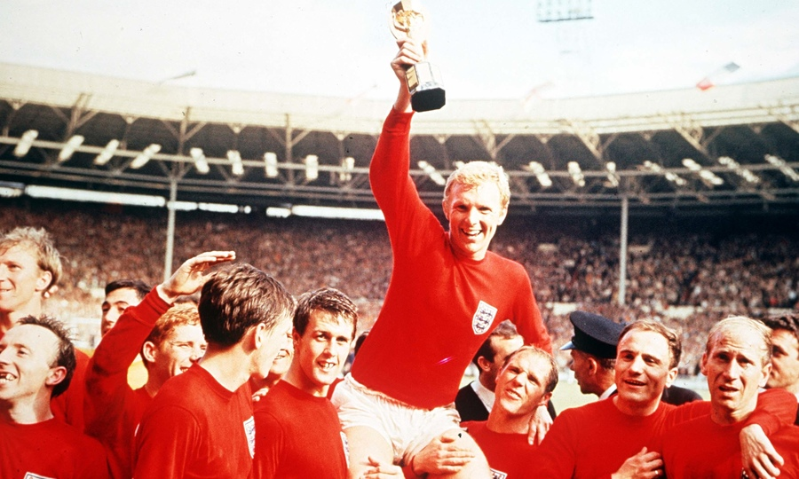 Bobby-Moore-England-1966-World-Cup