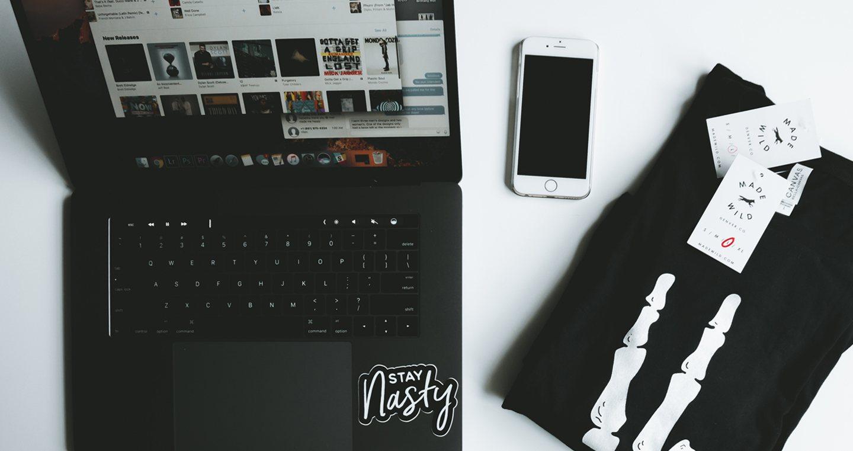 header image, t-shirt online store, desk, t-shirt