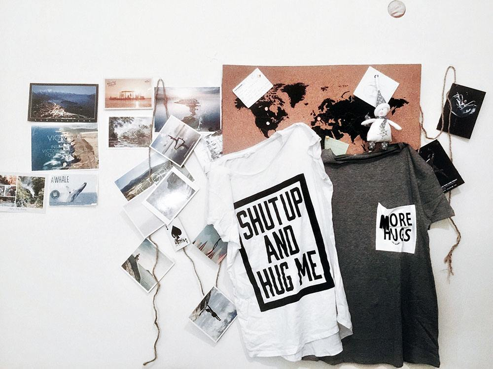 bulk t-shirt printing, cork board, T-shirt shop