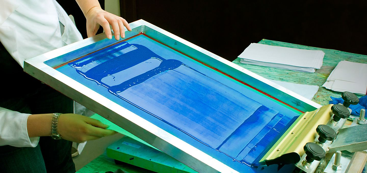 Screen printing t shirts in uk high quality printsome for Where can i get a shirt screen printed