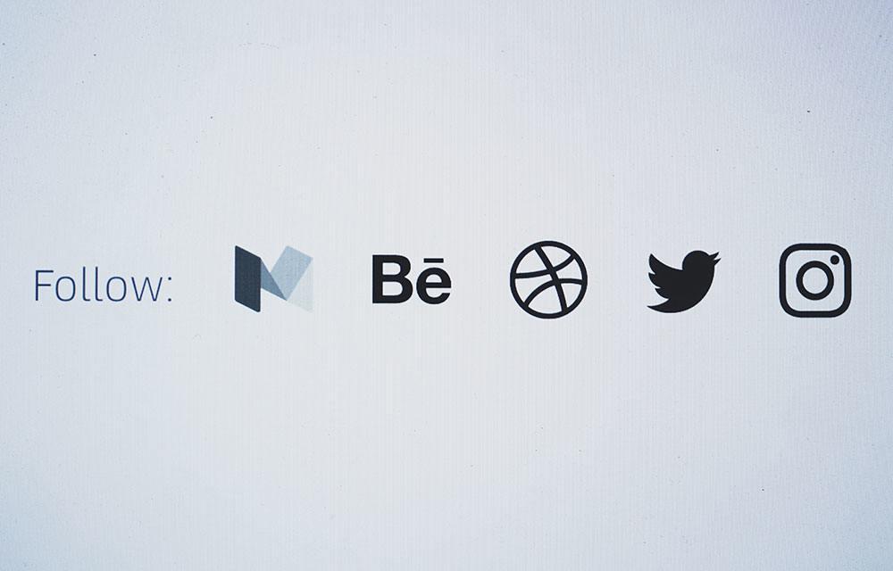 Community online: Social media